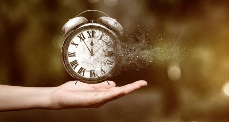 手の上の時計が崩れていく図